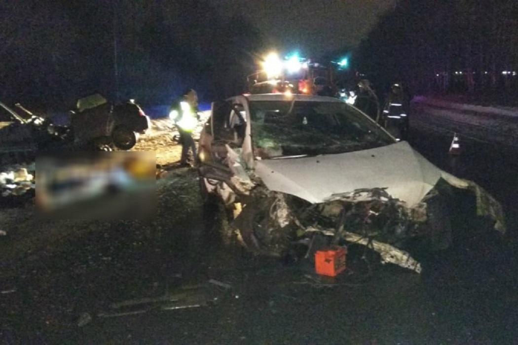 В лобовом ДТП под Екатеринбургом погибли 5 человек 3
