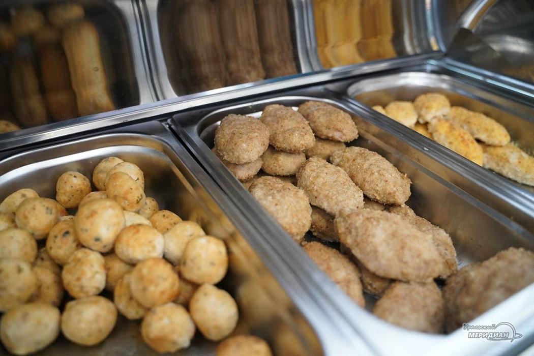 В одной из школ Екатеринбурга представили новые полезные блюда