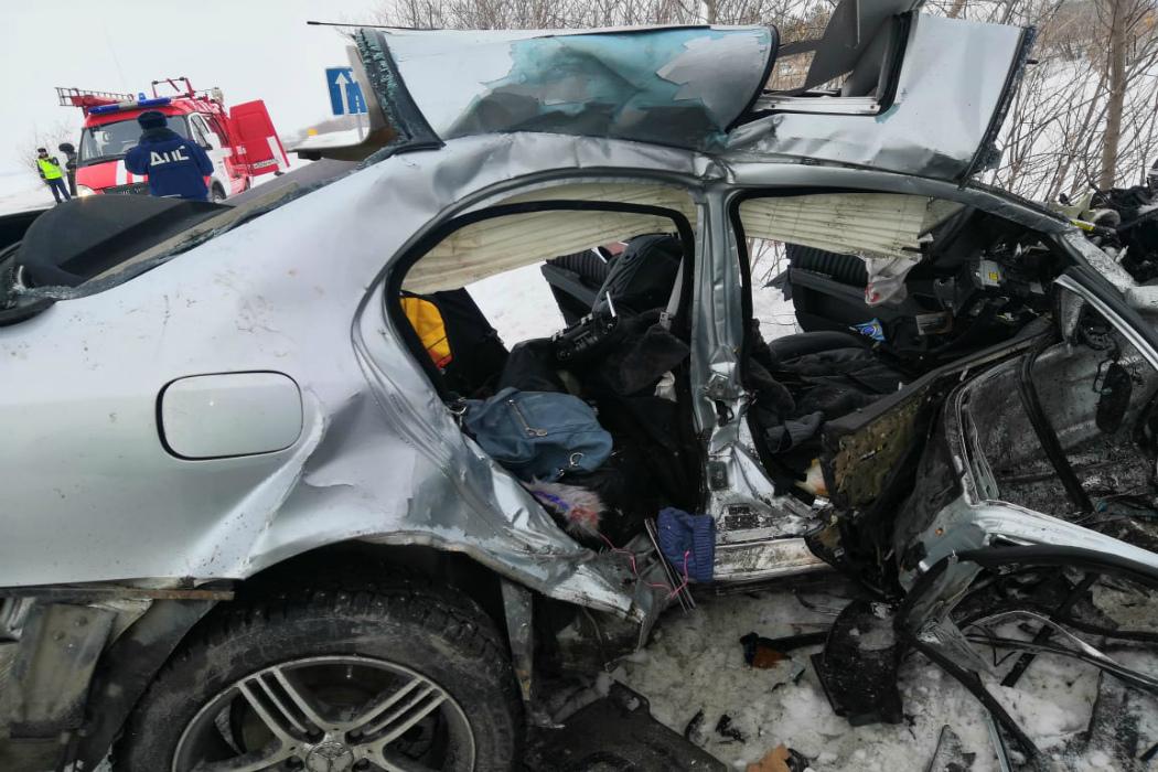 В Челябинской области на трассе разбилась семья в Мерседесе