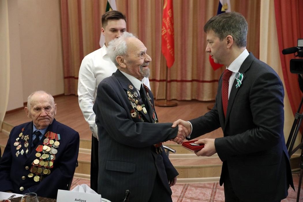 Вручение медали ветерану Отечественной войны