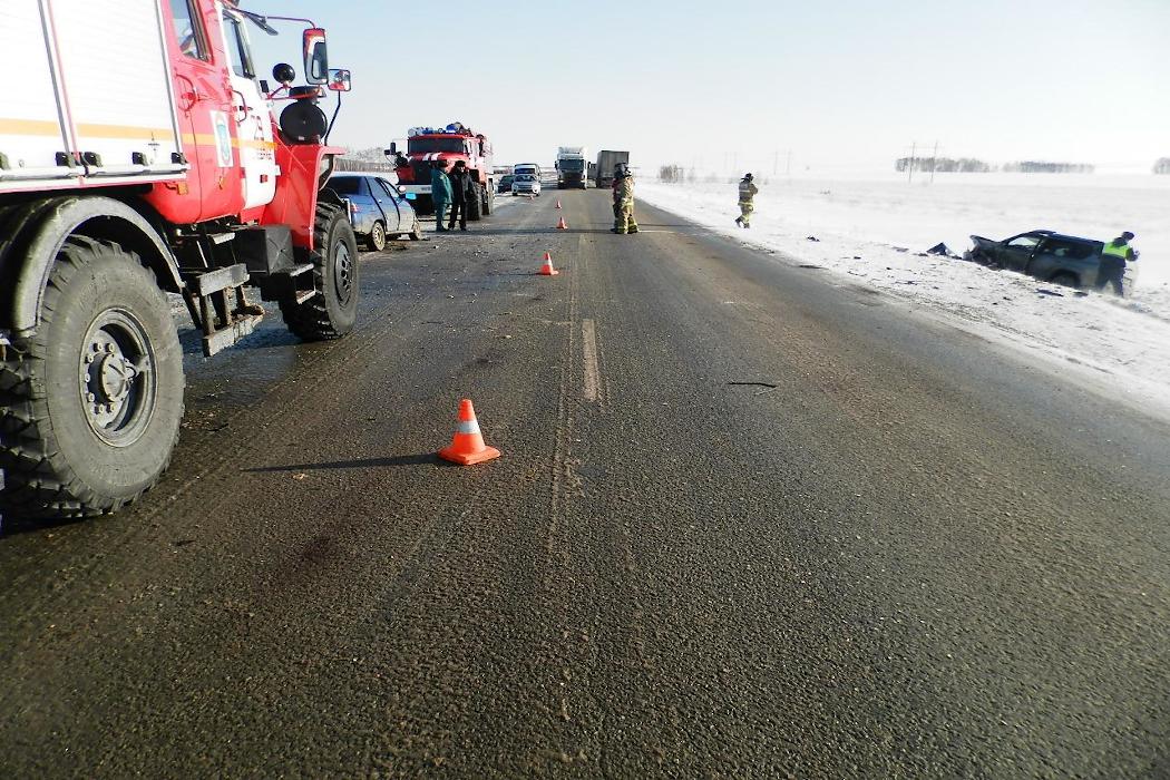 В Зауралье при лобовом столкновении автомобилей погиб мужчина
