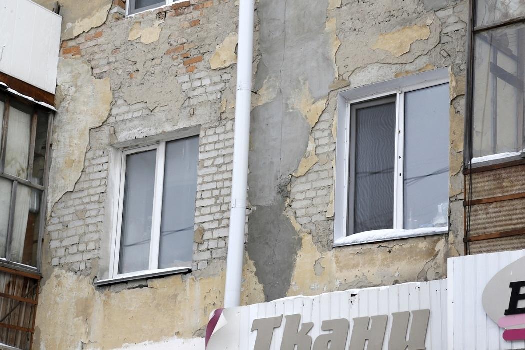 Фасад дома без ремонта