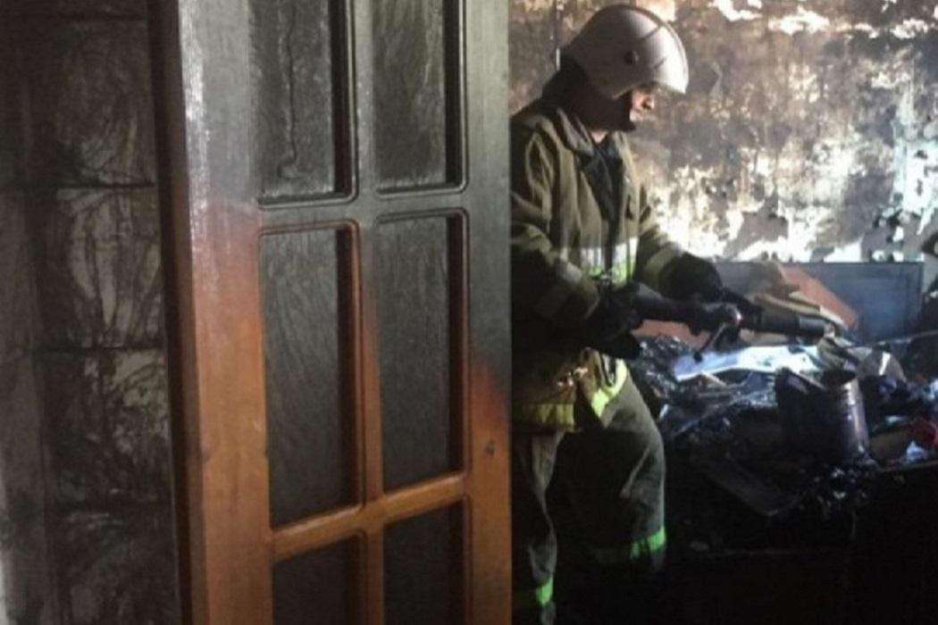 В Екатеринбурге в сгоревшей квартире обнаружили тело убитого человека