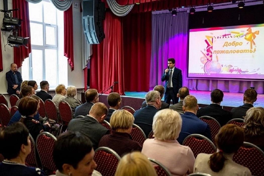 На Уралмаше открылась обновлённая школа №49 со станками ЧПУ