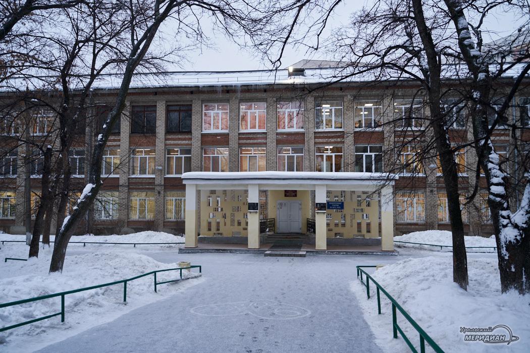 Вход в школу
