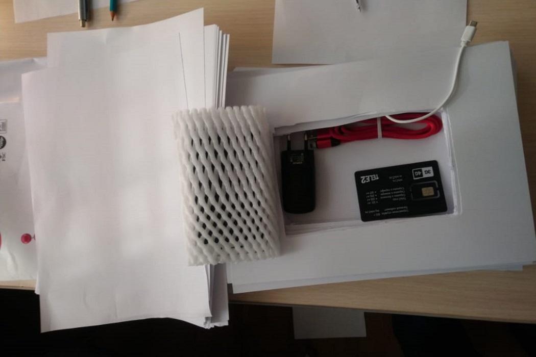 В Екатеринбурге осужденным пытались передать телефон в пачке бумаги