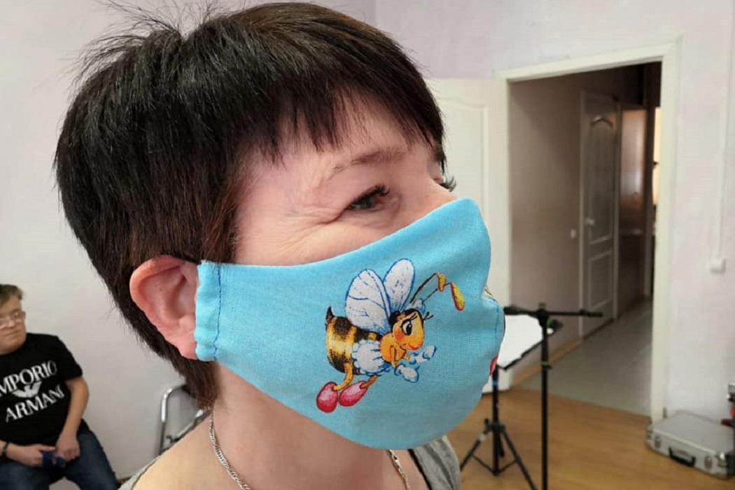 В Свердловской области инвалиды начали шить разноцветные маски