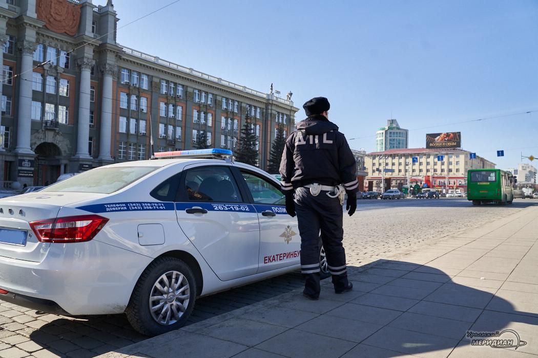 ДПС ГИБДД машина улица сотрудник Екатеринбург