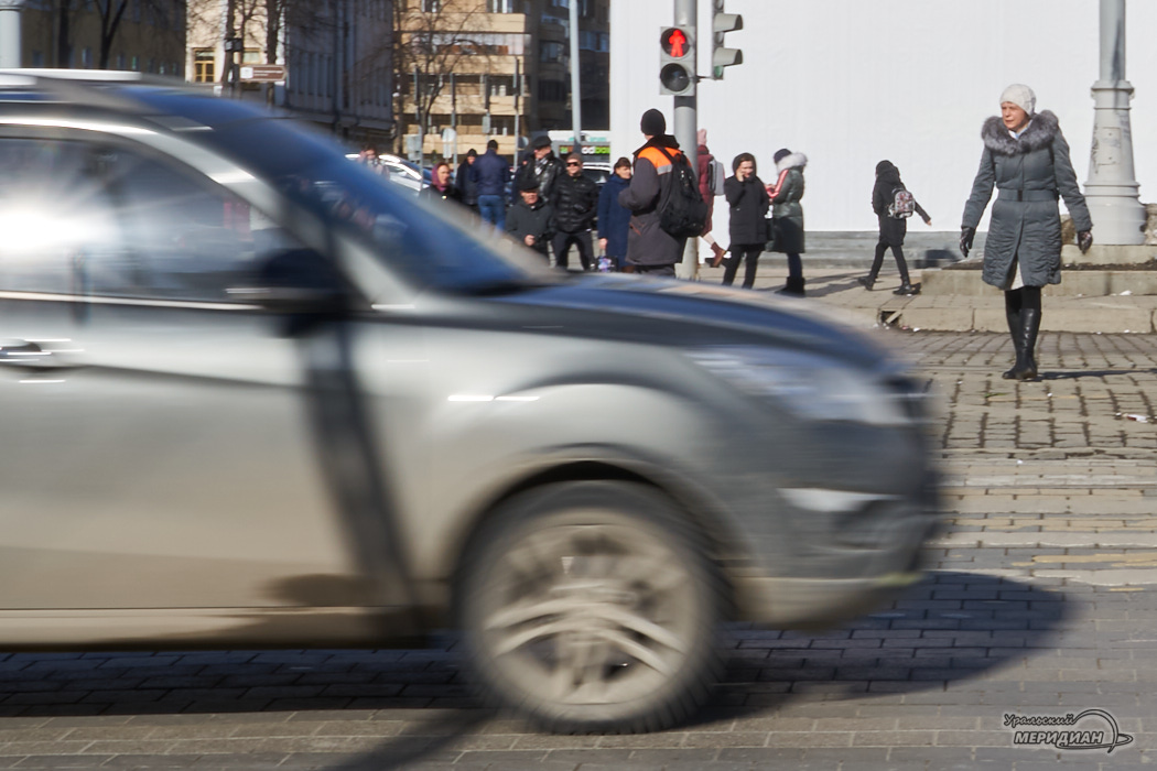 пешеходный переход люди машина