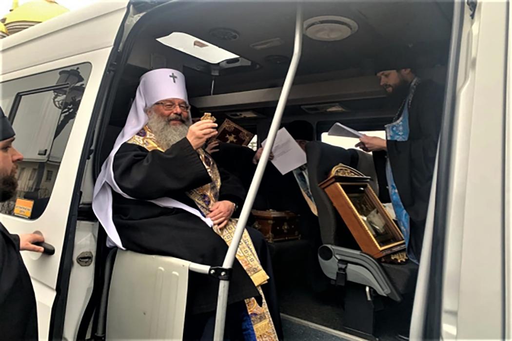 Митрополит Кирилл объезжает Екатеринбург с молитвой от коронавируса