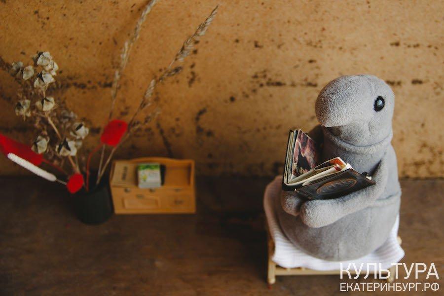 Уральский фотограф представила екатеринбуржцев в образе Ждуна на карантине