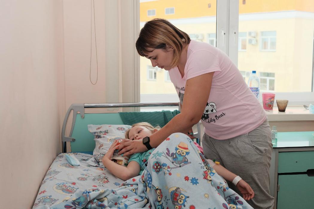 6-летнюю казашку с двумя желудками прооперировали в ЧОДКБ