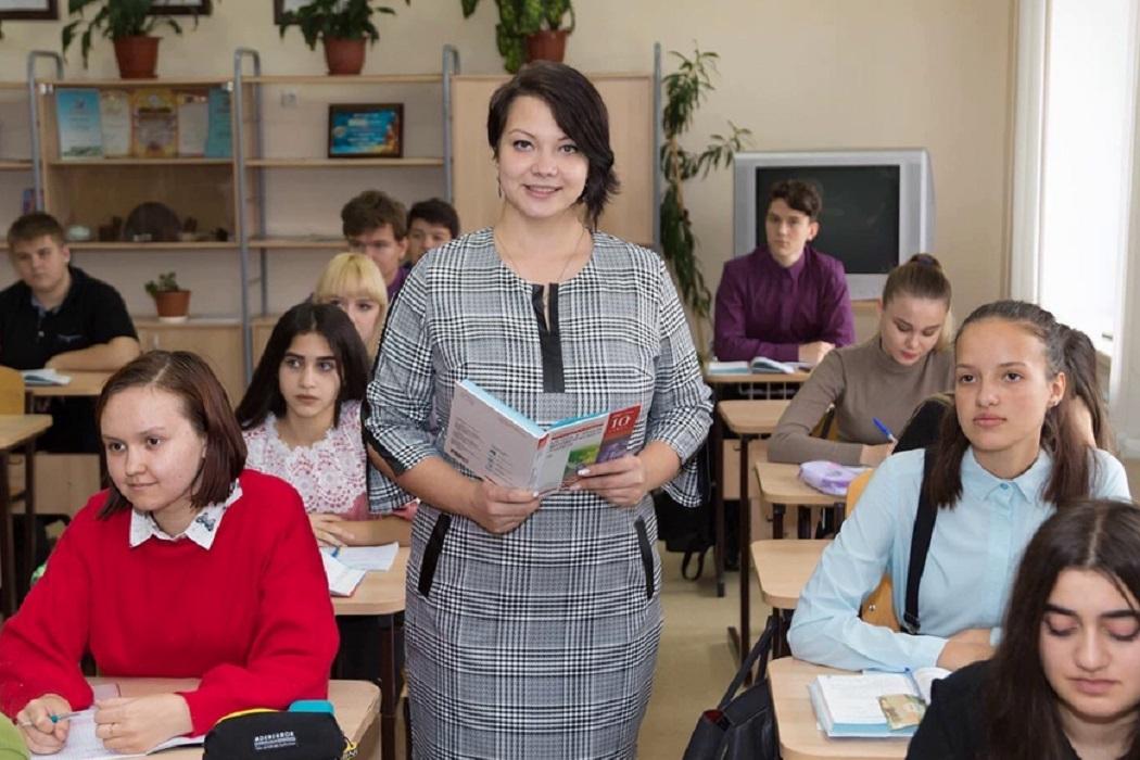 50 молодых педагогов получили гранты губернатора Ямала