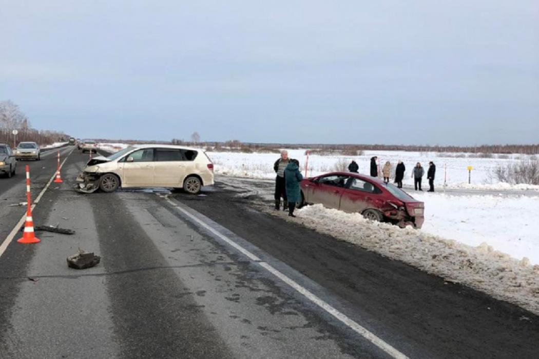 На трассе Тюмень-Омск пострадали три человека