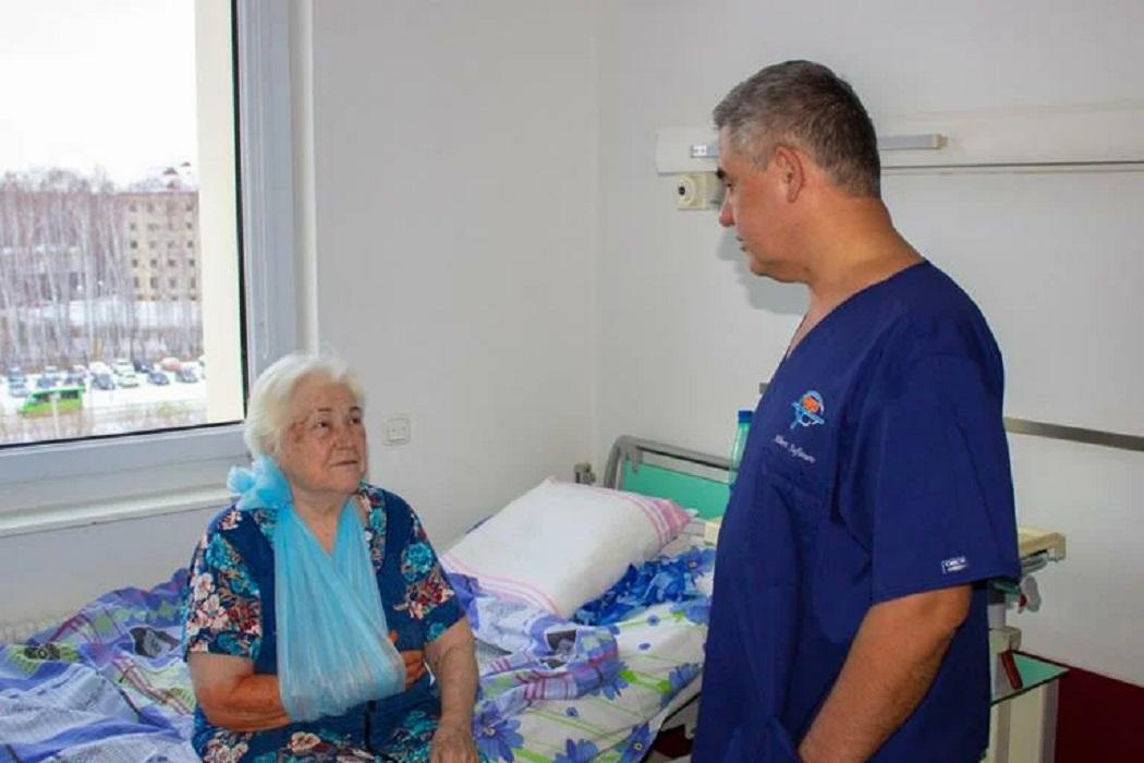 В Тюмени нейрохирурги прооперировали 93-летнюю женщину