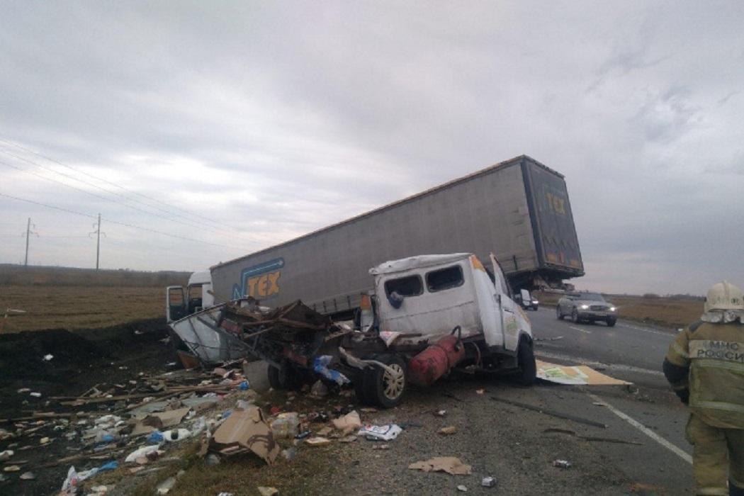 Водитель Газели погиб в страшном ДТП на тюменской трассе