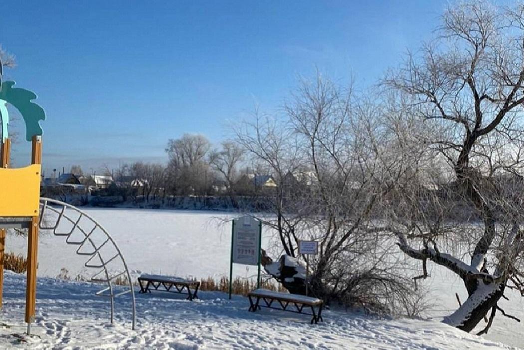 Деревья + лёд + детская площадка