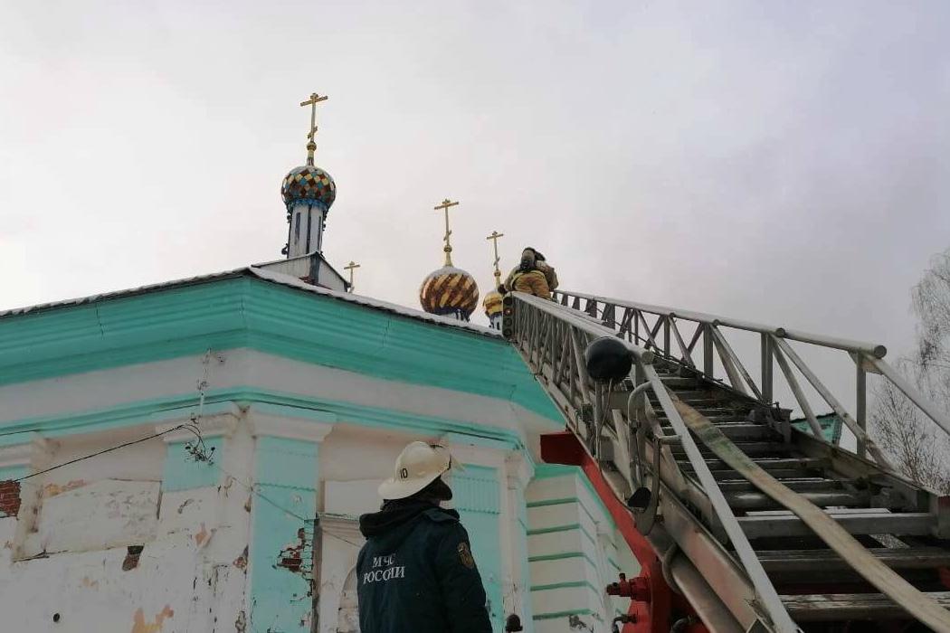 Южноуральские спасатели провели учения в храме Дмитрия Солунского