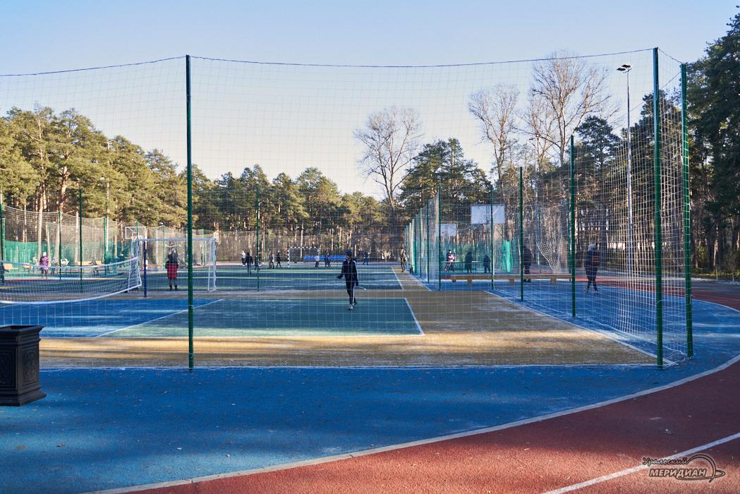 Парк Зеленая Роща Екатеринбург спортивная площадка