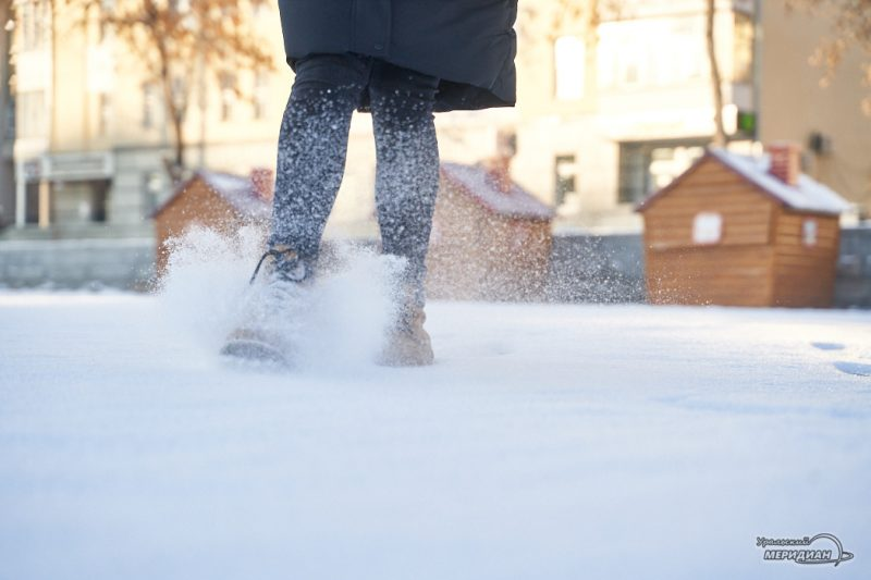 Снег ноги