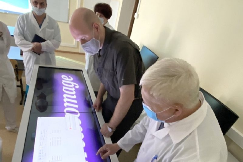 Тюменским судмедэкспертам предоставили стол для 3D копий
