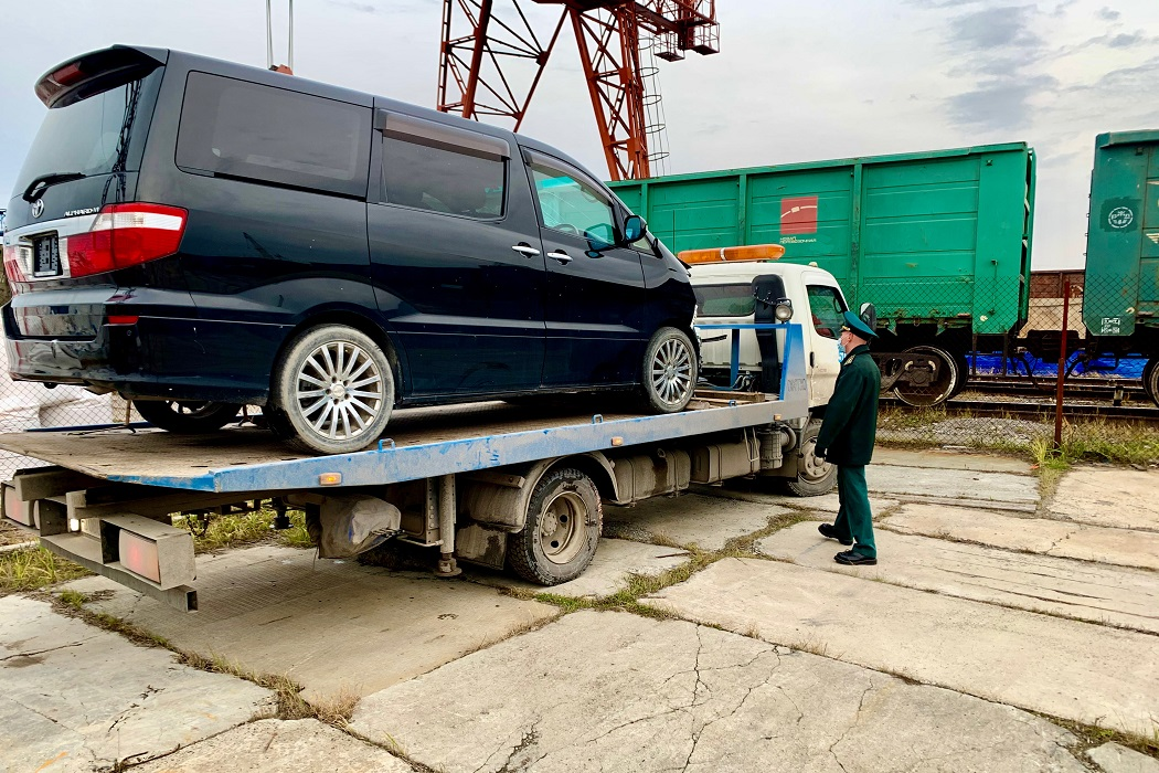 Тюменские таможенники передали в Росимущество автомобиль «Toyota Alphard»