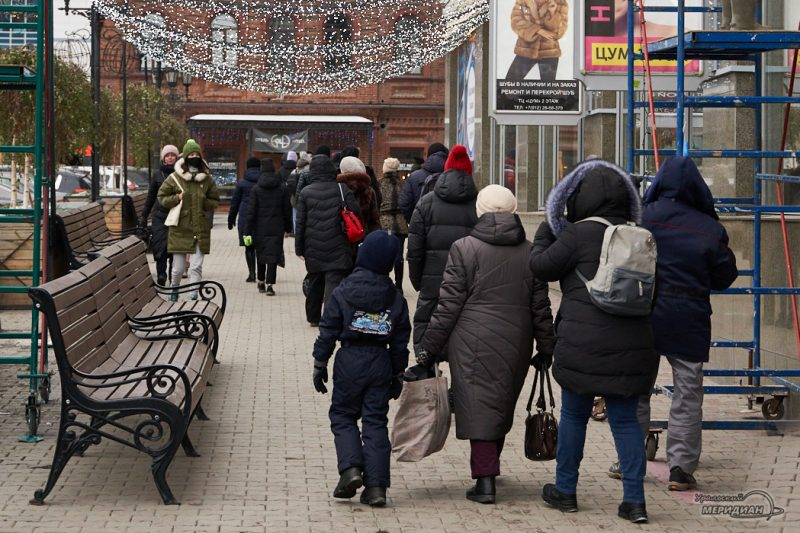 гирлянда улица новый год люди карантин екатеринбург