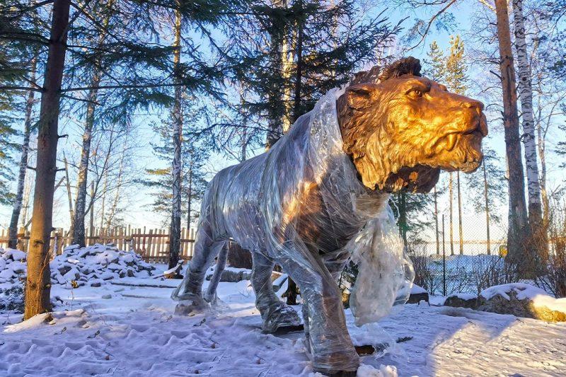 В Екатеринбурге в Шарташском лесопарке появились львы и мамонты