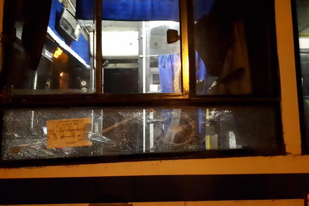 В Екатеринбурге в посёлке Исток обстреляли автобус №45