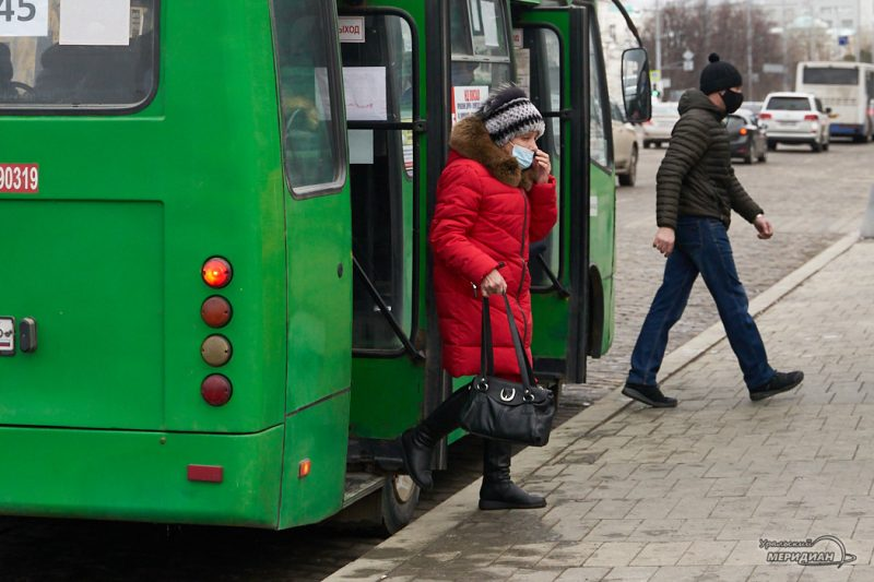 транспорт автобус остановка люди карантин екатеринбург
