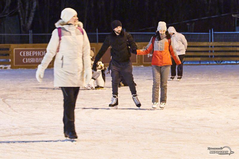 Екатеринбург ЦПКиО Новый Год иллюминация каток северное сияние коньки