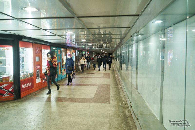 Подземный переход люди карантин