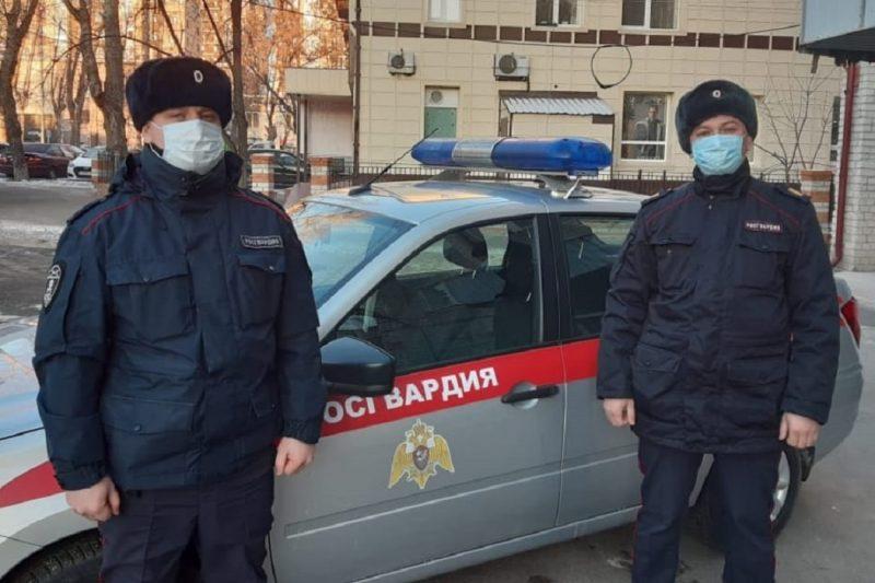 В Тюмени сотрудники Росгвардии спасли мужчину на пожаре