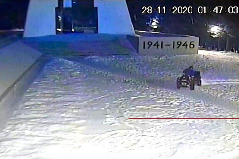 В Златоусте задержали отца с сыном, устроивших покатушки у Мемориала Славы