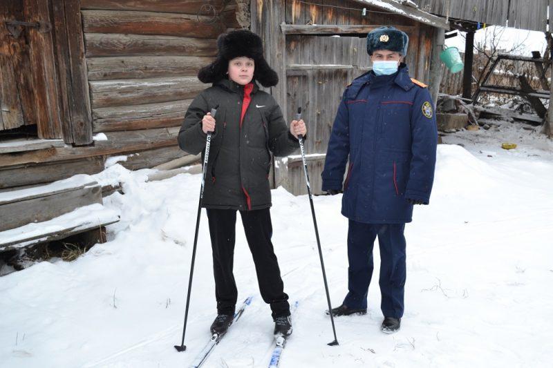 Лыжи + мальчик на лыжах