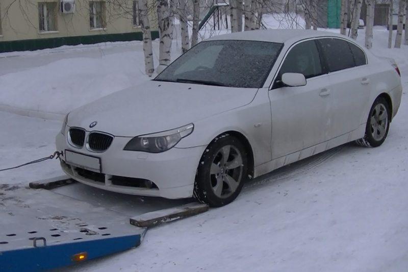 Тюменские таможенники изъяли BMW и Toyota Mark X с иностранными номерами 1