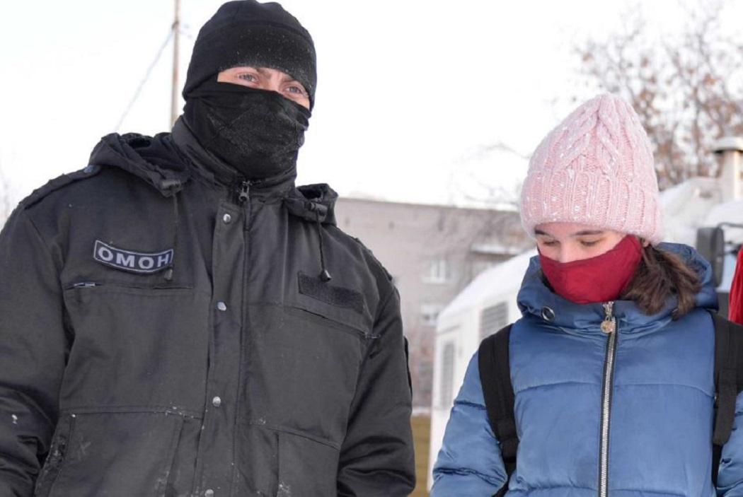 В Курганской области Росгвардия организовала экскурсию для школьницы