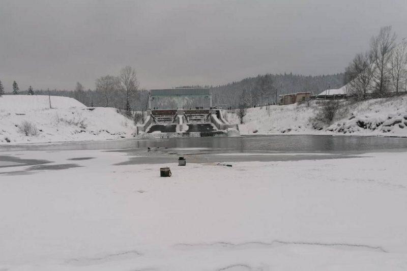 2 рыбака провалились под лёд, один утонул