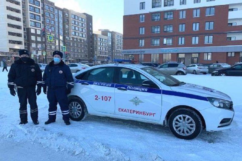 В Екатеринбурге полицейские отвезли домой замерзавшую 8-летнюю девочку