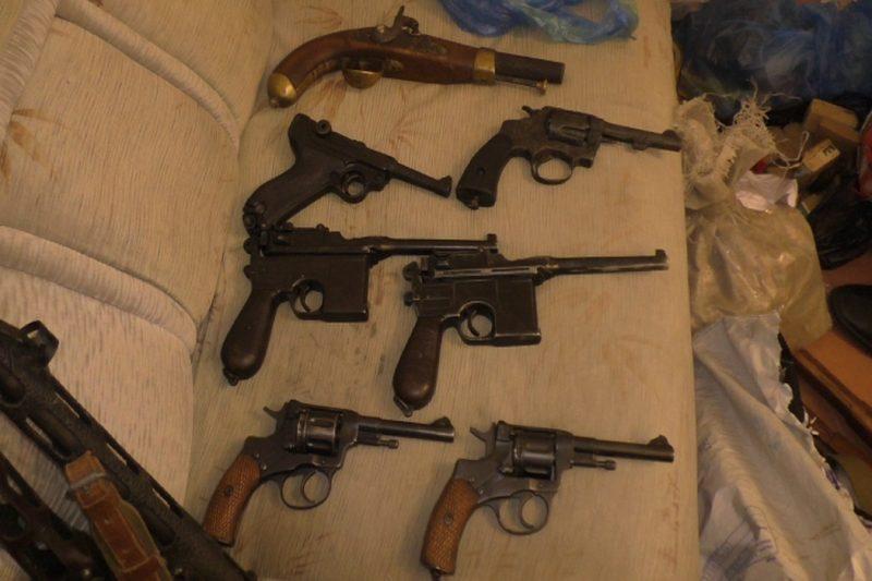 Свердловская полиция задержала мужчину с разобранным пистолетом в посылке