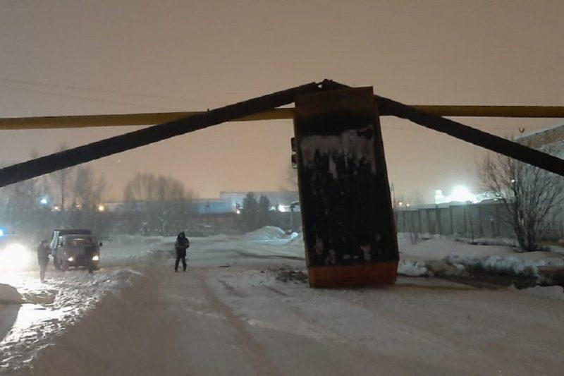 """В Североуральске """"МАЗ"""" повредил газопровод"""