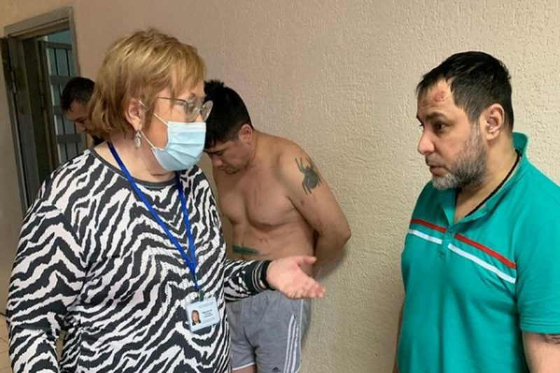 Свердловский омбудсмен посетила центр для мигрантов, где произошёл бунт