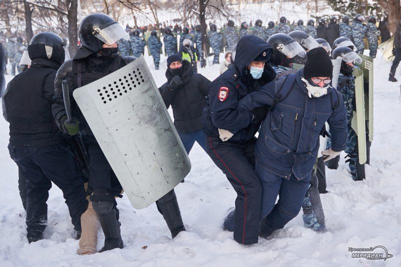 navalnyy nesanktsianirovannaya aktsiya shestvie miting omon rosgvardiya ekaterinburg 108