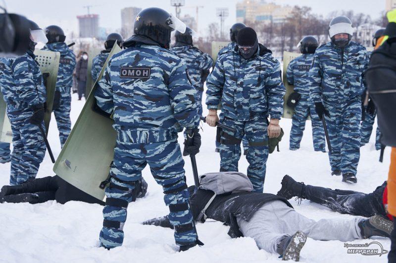 navalnyy nesanktsianirovannaya aktsiya shestvie miting omon rosgvardiya ekaterinburg 149