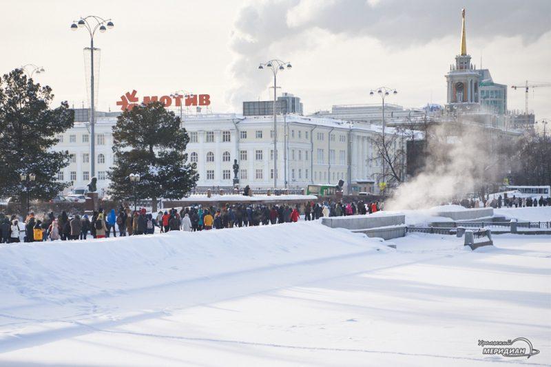 navalnyy nesanktsianirovannaya aktsiya shestvie miting omon rosgvardiya ekaterinburg 27