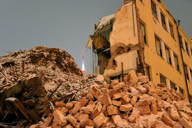 Обрушение стены промэкта Декабристов