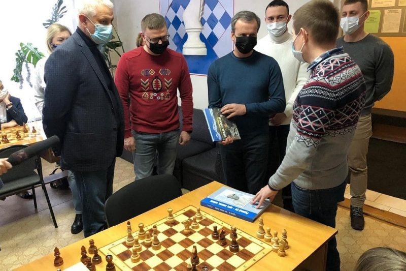 Алексей Текслер встретился с президентом ФИДЕ на шахматном турнире