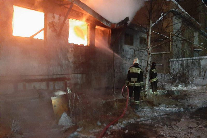 В результате пожара на заводе Среднеуральска пострадал один человек