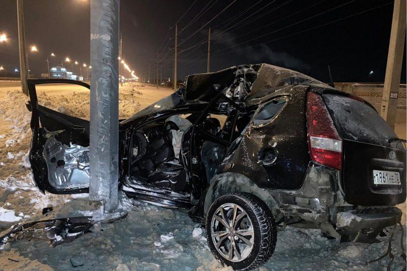 Пьяная тюменка на Hyundai на большой скорости влетела в столб