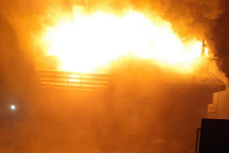 В Тюмени из пожара спасли троих взрослых и маленького ребёнка